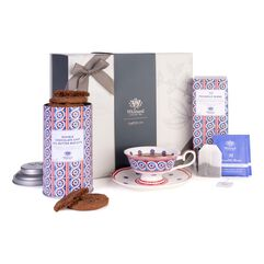 Tea Discoveries Tea Gift Set with Tea Cup & Saucer, Double Chocolate Chip Biscuits and Piccadilly Teabags